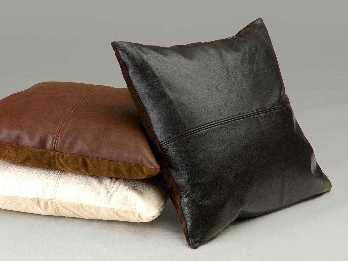 Cuscini in pelle per divani calia maddalena for Pelle per arredamento